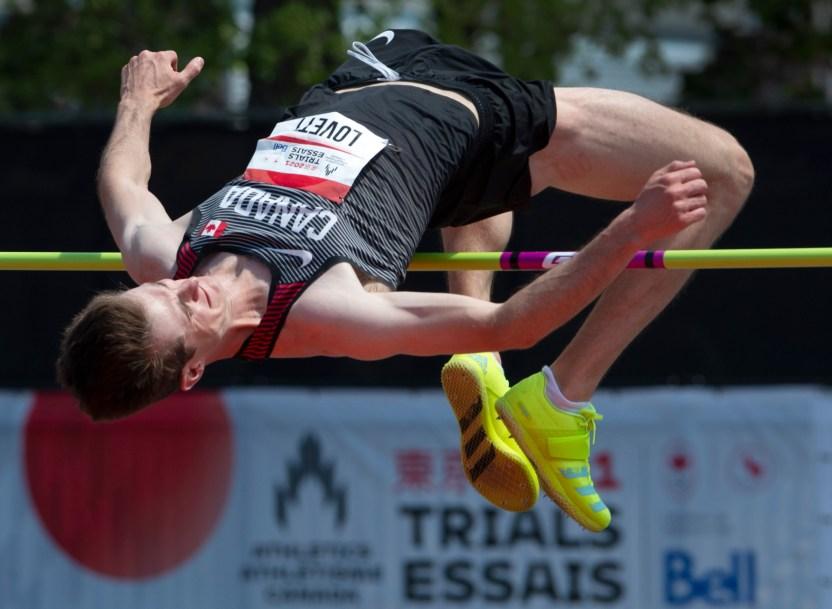 Django Lovett en action au saut en hauteur