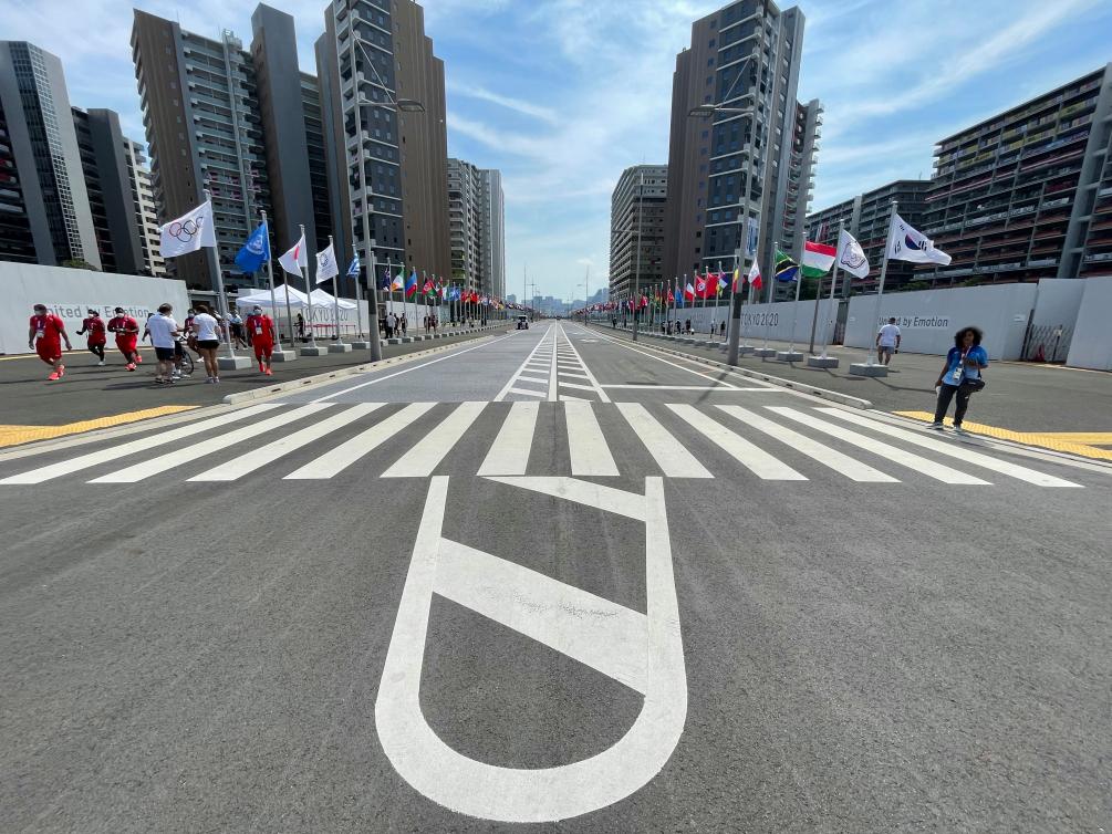 La Rue des drapeaux du village olympique