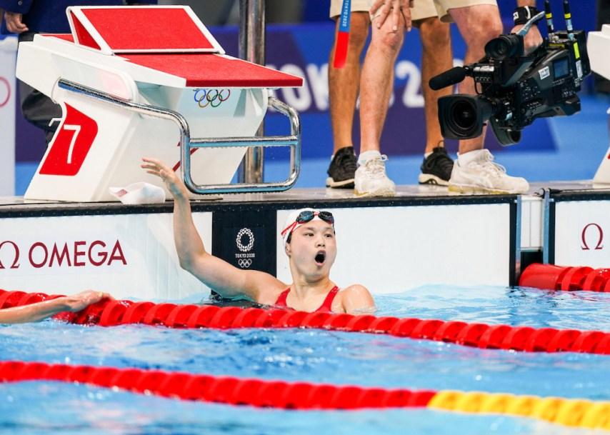 Maggie Mac Neil après avoir remporté la médaille d'or
