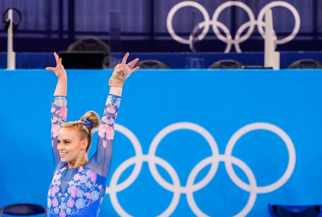Une gymnaste en action