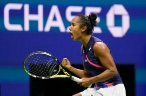 Leylah Fernandez célébrant sa victoire