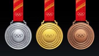 Les médailles d'or, d'argent et de bronze des Jeux de Beijing présentées sur fond noir.