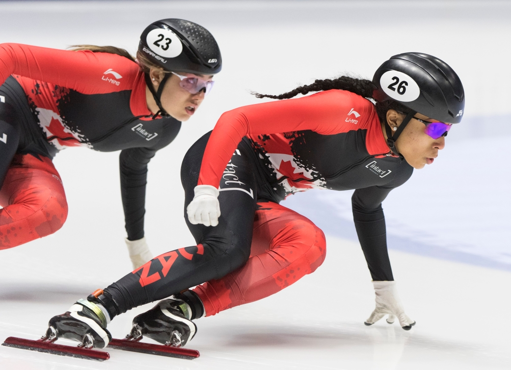 Alyson Charles et Courtney Lee Sarault en train de patiner